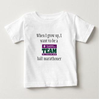 私が私を育つとき1/2のマラソン選手がありたいと思って下さい ベビーTシャツ