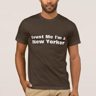 私が私ニューヨーカーであることを信頼して下さい Tシャツ