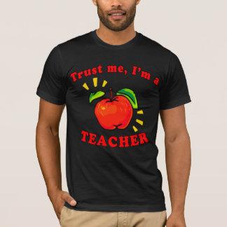 私が私先生プロダクトであることを信頼して下さい Tシャツ