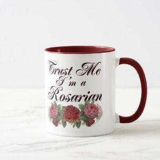 私が私Rosarianの庭師の発言であることを信頼して下さい マグカップ