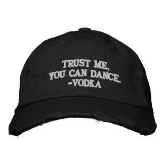 私が-ウォッカを踊ってもいいことを信頼して下さい 刺繍入りキャップ