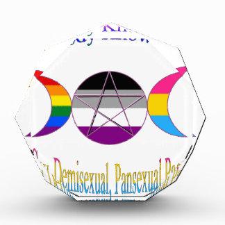 私がDemisexualの陽気なPansexual異教徒であることをだれも知りません 表彰盾