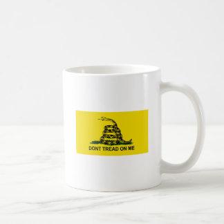私で旗を踏まないで下さい コーヒーマグカップ