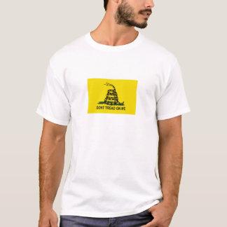 私でTシャツを踏まないで下さい Tシャツ