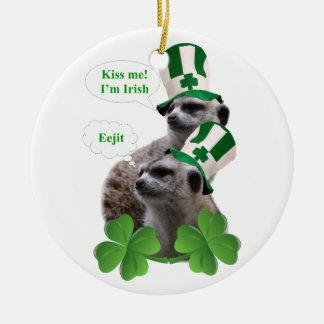 私によってがアイルランドのmeerkatのデザインである私に接吻して下さい セラミックオーナメント