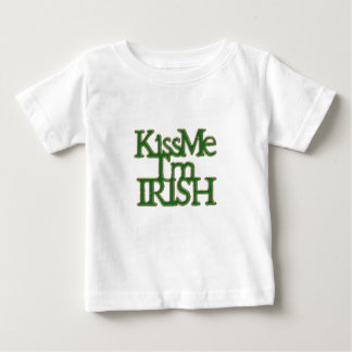 私によってがアイルランド人のセントパトリックの日である私に接吻して下さい ベビーTシャツ
