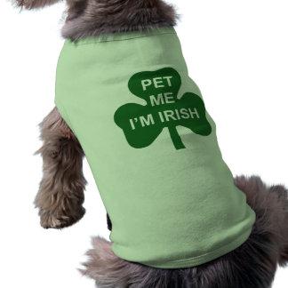 私によってがアイルランド人のセントパトリックの日犬のワイシャツである私をかわいがって下さい ペット服