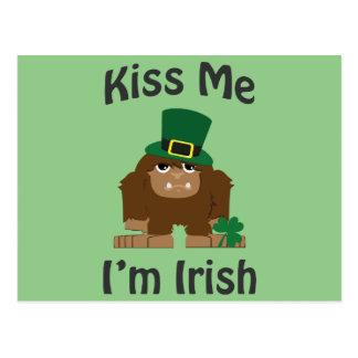 私によってがアイルランド語ビッグフットである私に接吻して下さい ポストカード