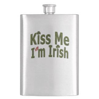 私によってがアイルランド語- Saint patricks dayである私に接吻して下さい フラスク