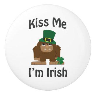 私によってがアイルランド語Saint patricks dayビッグフットである私に接吻して下さい セラミックノブ