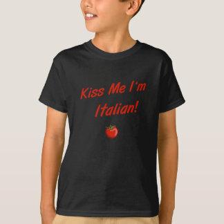 私によってがイタリア人の子供のTシャツである私に接吻して下さい Tシャツ