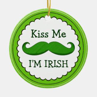私によってが緑のおもしろいな髭とアイルランド語である私に接吻して下さい セラミックオーナメント