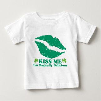 私によってが魔法のようにおいしいTシャツである私に接吻して下さい ベビーTシャツ