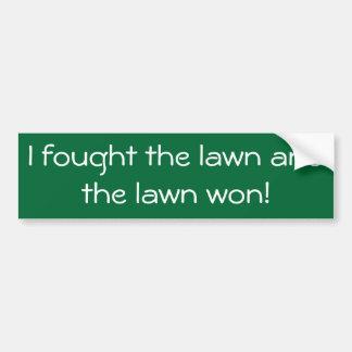 私によっては勝たれた芝生および芝生が戦いました! バンパーステッカー