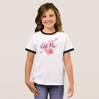私にハート及び矢のバレンタインの|の信号器のワイシャツ接吻して下さい リンガーTシャツ