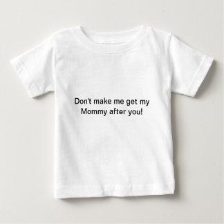 私に後ワイシャツ私のお母さんを得させます ベビーTシャツ