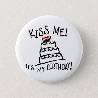 私に接吻して下さい! それは私の誕生日です! Bdayのケーキを使って、蝋燭 5.7cm 丸型バッジ