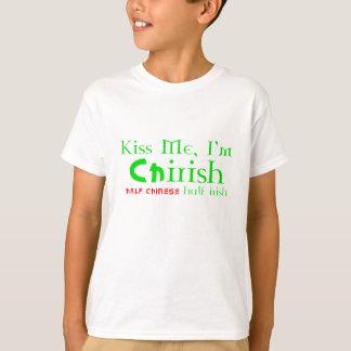 私に、私ありますChIrish -アイルランド語半分の中国語--が、半分接吻して下さい Tシャツ
