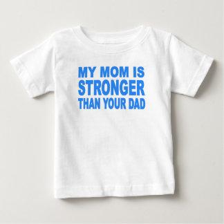 私のお母さんはあなたのパパより強いです ベビーTシャツ
