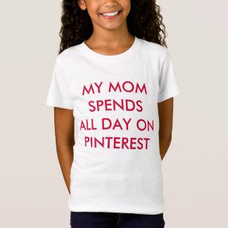 私のお母さんはPinterestに1日中使います! Tシャツ