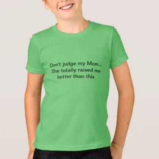 私のお母さんを…判断しないで下さい Tシャツ