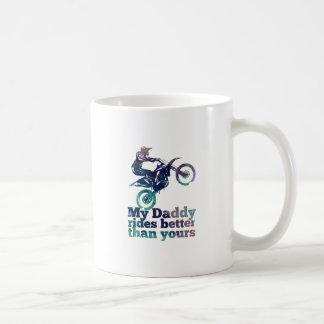 私のお父さんはあなたのよりよく乗ります コーヒーマグカップ