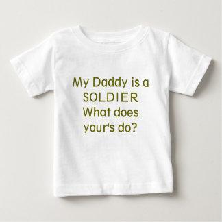 私のお父さんは兵士です ベビーTシャツ