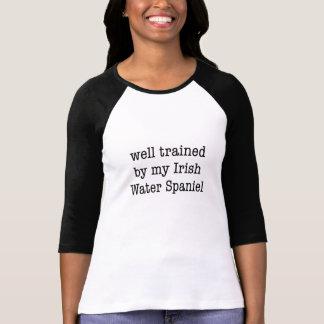 私のアイリッシュ・ウォーター・スパニエルによってよく訓練された Tシャツ