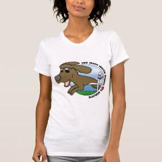 私のアイリッシュ・ウォーター・スパニエルは敏捷の女性を愛します Tシャツ