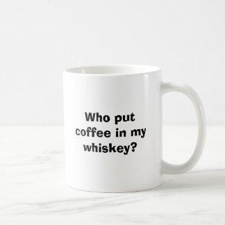私のウィスキーにだれがコーヒーを置きましたか。 コーヒーマグカップ