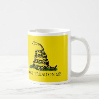 私のガズデンの旗で踏まないで下さい コーヒーマグカップ
