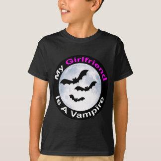 私のガールフレンドは吸血鬼のワイシャツです Tシャツ