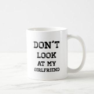 私のガールフレンドを見ないで下さい コーヒーマグカップ
