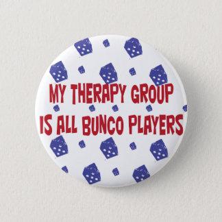 私のセラピーのグループはすべてのbuncoプレーヤーです 5.7cm 丸型バッジ