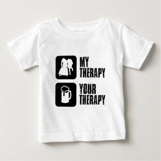 私のセラピーのデザインボブスレーに乗ります ベビーTシャツ