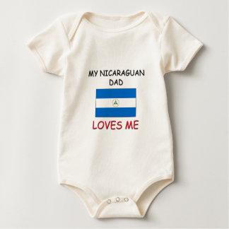 私のニカラグア人のパパは私を愛します ベビーボディスーツ