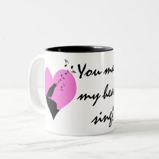 私のハートにバレンタインのカスタムを歌わせます ツートーンマグカップ