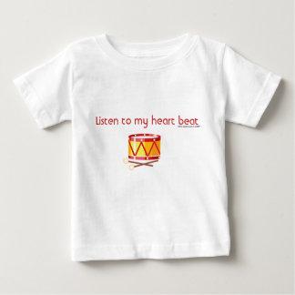 私のハートにビートドラムを聞いて下さい ベビーTシャツ