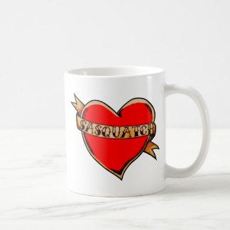 私のハートはサスカッチに属します コーヒーマグカップ