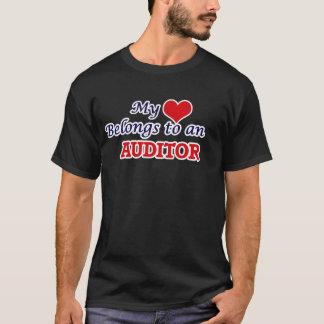 私のハートは会計検査官に属します Tシャツ