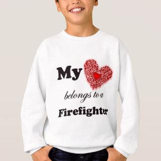 私のハートは消防士に属します スウェットシャツ