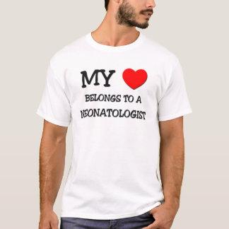 私のハートはNEONATOLOGISTに属します Tシャツ