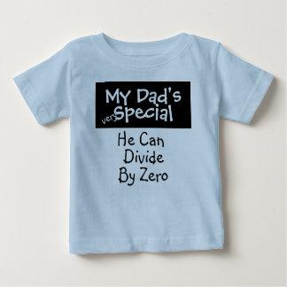 私のパパのスペシャル ベビーTシャツ