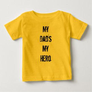 私のパパの私の英雄 ベビーTシャツ