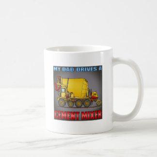私のパパはコンクリートミキサー車のトラックメンズTシャツを運転します コーヒーマグカップ