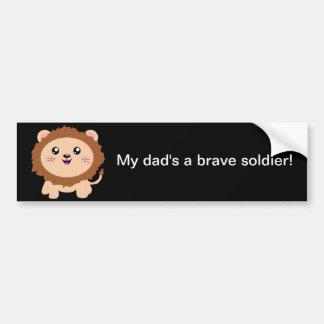 私のパパは勇敢な兵士-かわいいライオンです バンパーステッカー