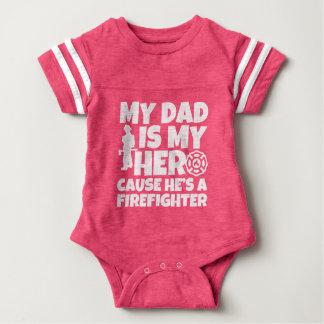 私のパパは彼が消防士のベビーの私の英雄の原因です ベビーボディスーツ