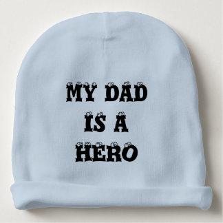 私のパパは英雄のベビーの帽子です ベビービーニー