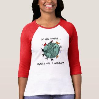 私の世界… 毎日はCATurdayです! Tシャツ