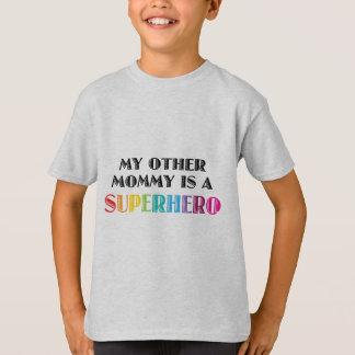 私の他のお母さんはスーパーヒーローです Tシャツ